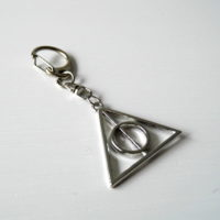 Přívěsek na klíče Deathly Hallows