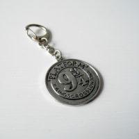 Přívěsek na klíče King's Cross starostříbrná